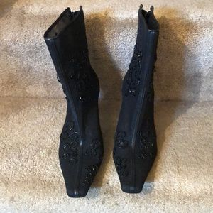 ENZO ANGIOLINI-(LIKE NEW)/BEADED BEAUTIFUL BOOTIES
